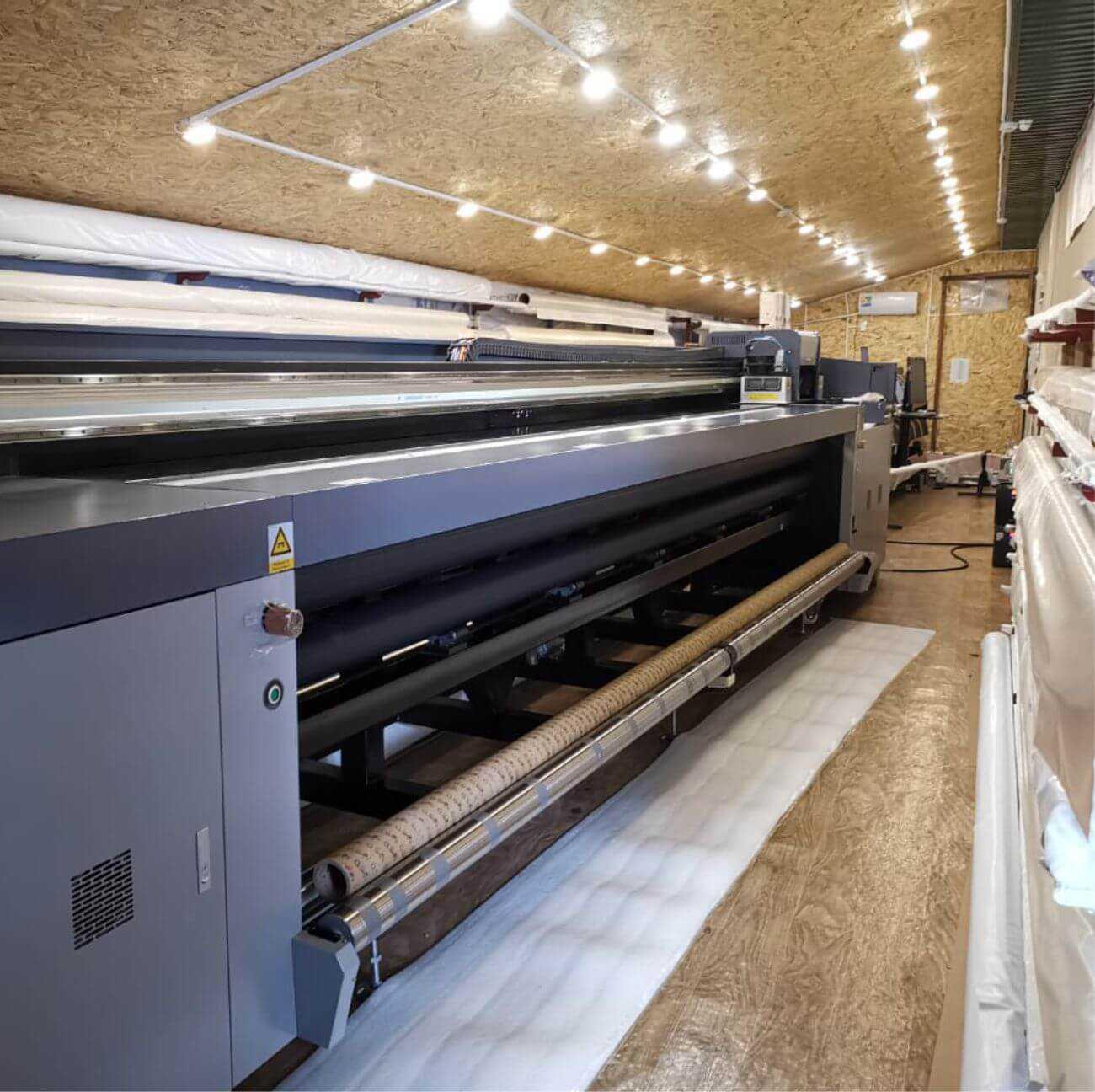 Производство натяжных потолков в Санкт-Петербурге. Комплектующие для потолков