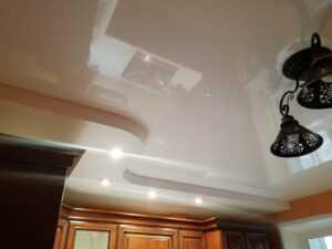 Как ремонтировать натяжной потолок?
