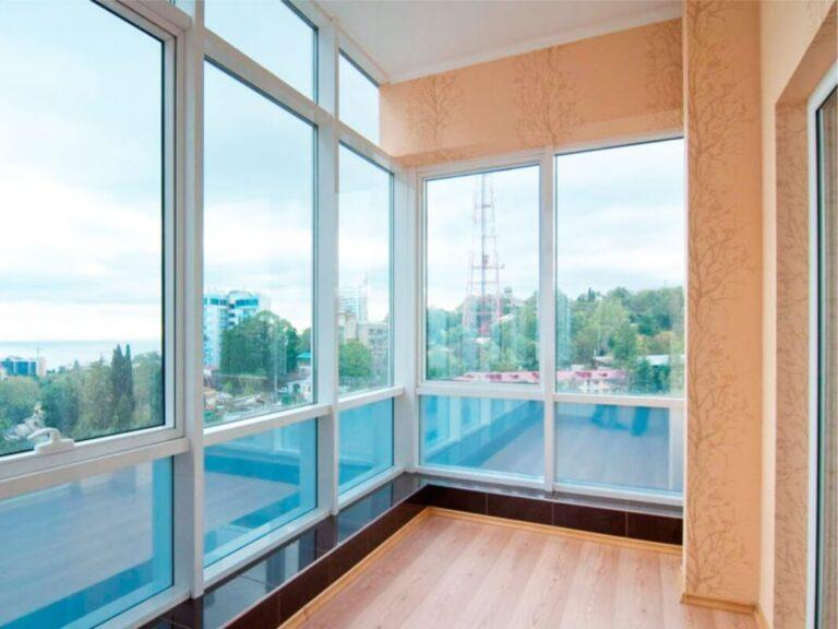 Остекление балконов и лоджий в Санкт-Петербурге
