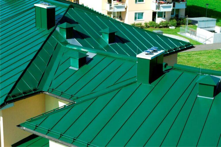 Монтаж крыши из фальцевой кровли в Санкт-Петербурге